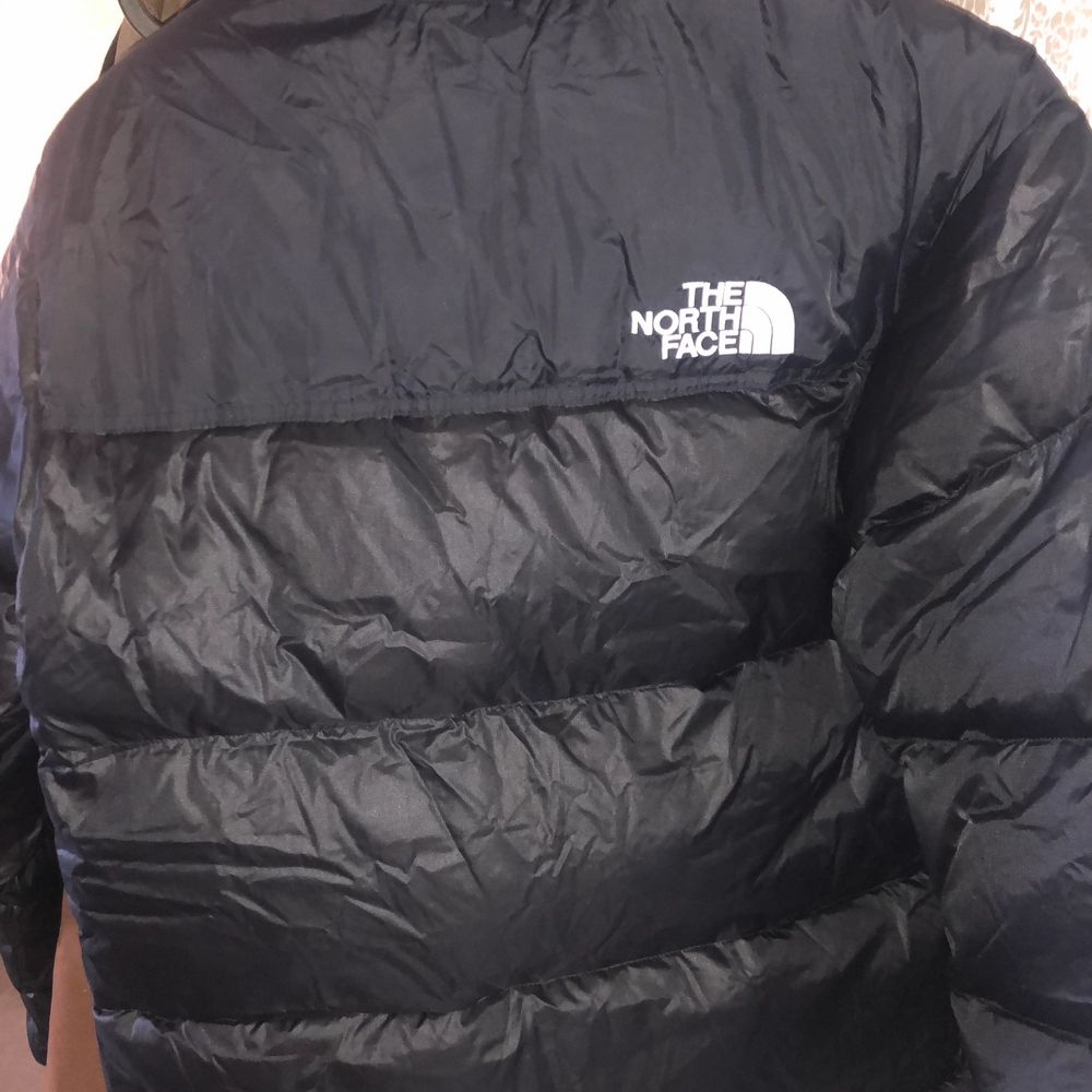 Har en oanvänd North Face jacka hemma i storleken S som bara samlar damm i garderoben! Taggar fortfarande på!. Jackor.