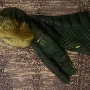 Har sänkt priset på jackan mer beskrivning finns på inlägget innan 🙂