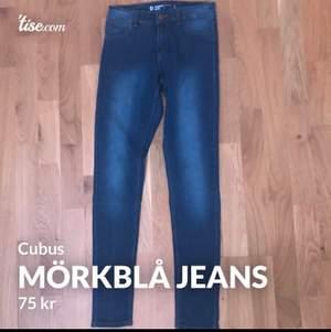 Säljer ännu ett par jeans, dem här heter Jegging Jane och kommer från Cubus. Dem är jättesköna och stretchiga även fast de är tighta i modellen. Säljer dem eftersom dem tyvärr inte kommer till användning längre, men dom är jättefina och har inget hål eller såvidare. Jeansen är i storlek S. Kontakta mig genom att skriva privat om du har någon fråga eller vill ha fler bilder. Och betalningen sker via Swish och köparen står förfrakten💖💫🥰