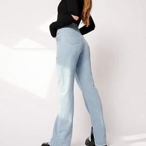 Trendiga jeans från Hanna Schönbergs kollektion med Nakd, använda ca 2 gånger. 350kr inkl frakt