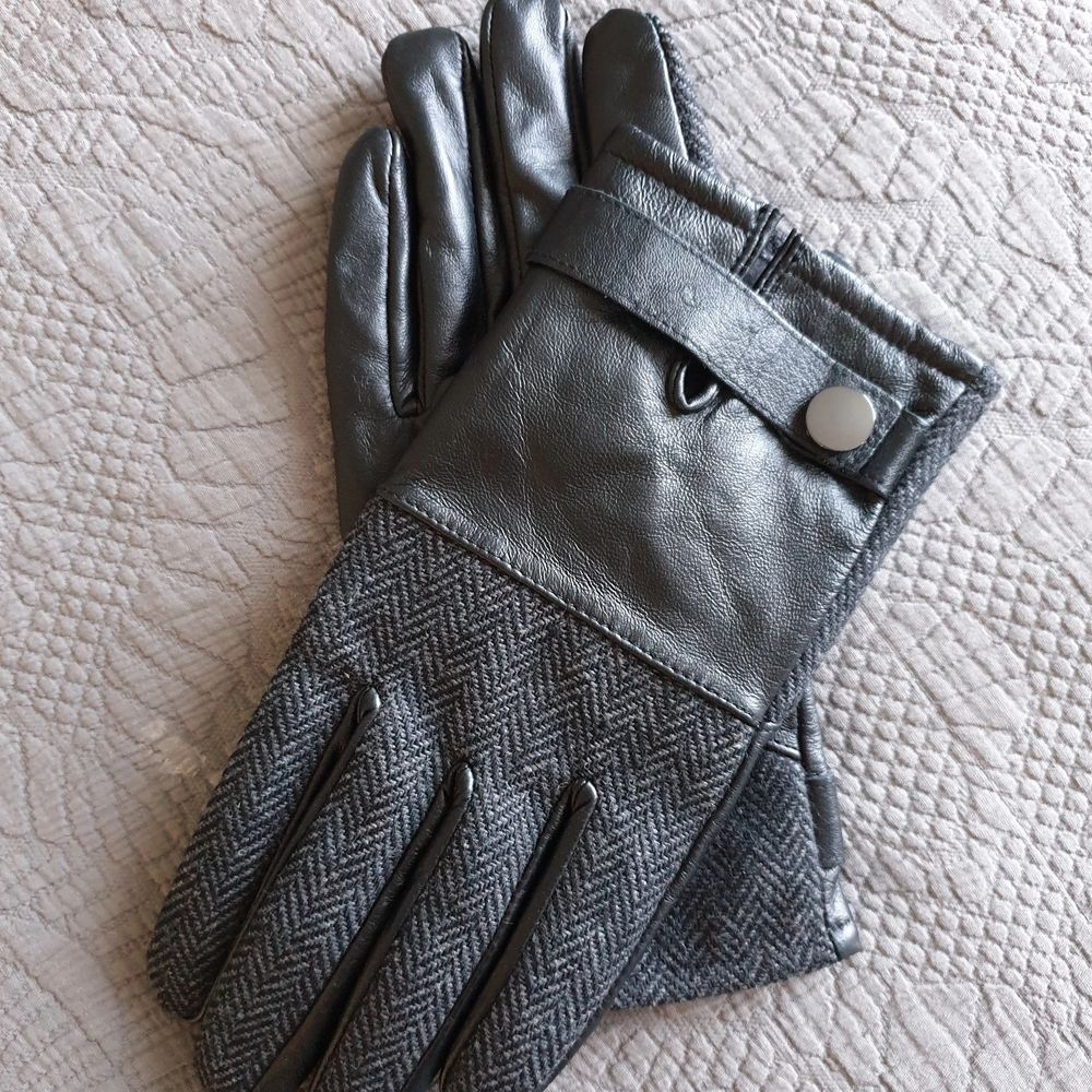 NEW mens gloves from River Island . Accessoarer.