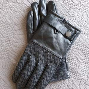 NEW mens gloves from River Island
