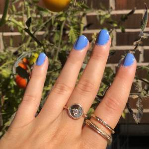 Fina guldfärgade ringar i storlek M💖Super fint skick! Köparen står för frakten som ligger på 11kr💖