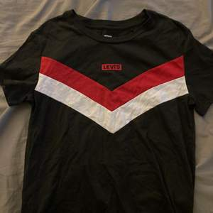 Oanvänd Levis t-shirt aldrig använd strl Xs