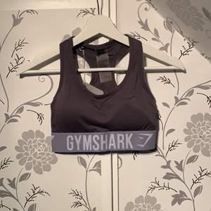 En skitsnygg tränings bh från gymshark, blev dock en Förliten storlek så har ej använt och prislapp kvar.