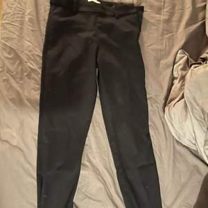 Svarta snygga kostymbyxor från H&M. Frakt tillkommer