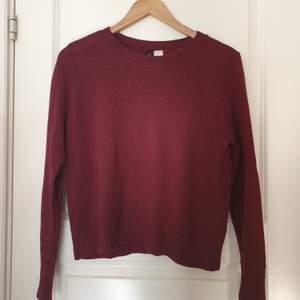 En vinröd tröja ifrån H&M frakten ingår :)