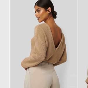 Jättefin stickad tröja. Man kan ha den på båda hållen. Från nakd.