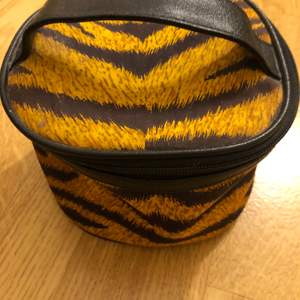 A small makeup bag with tiger print, it's in good condition and shape no problem. I have never really used it but it's not brand new