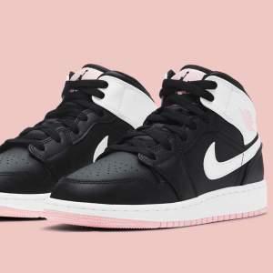 Jordan1 mid black arctic pink