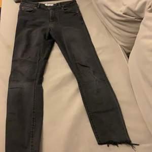 Jeans från zara i okej skick.