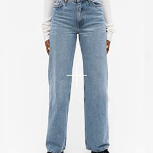 Monki jeans i modellen yoko i färgen mig blue (de är avklippta och hon på bilden är 174cm)🥰