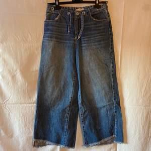 Vida jeans från zara kids i colette-modell. Strl 164 eller 13/14 år. Passar även xs.