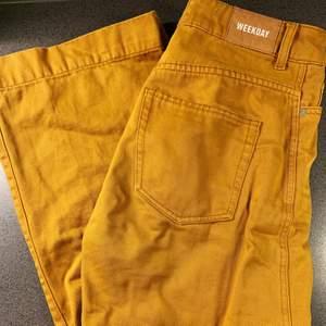fräscha senapsgula jeans från weekday, använda fåtal gånger då de inte riktigt passar :((