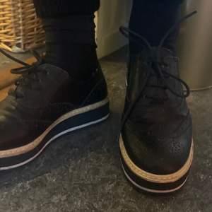 Köpta i Spanien. Tyvärr lite för små för mig annars väldigt sköna och lätta skor.
