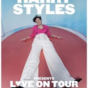 Hej!  Jag söker 1-2 biljetter till Harry Styles Love on tour i antingen Stockholm, Oslo eller Köpenhamn. Hit me up med ett pris så kan vi köra på det😍