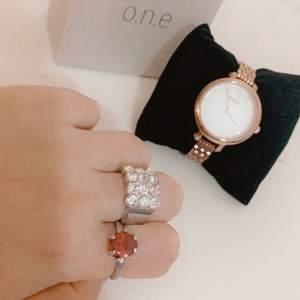 Säljer nu två ringar och One klocka från guldfynd då de inte har kommit till användning☺️