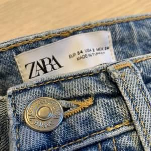 jättefina jeans från zara jag ej längre använder stl 34. sitter jättefint!