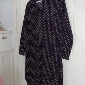 En jättefin klänning som är som ny från Saint tropez!