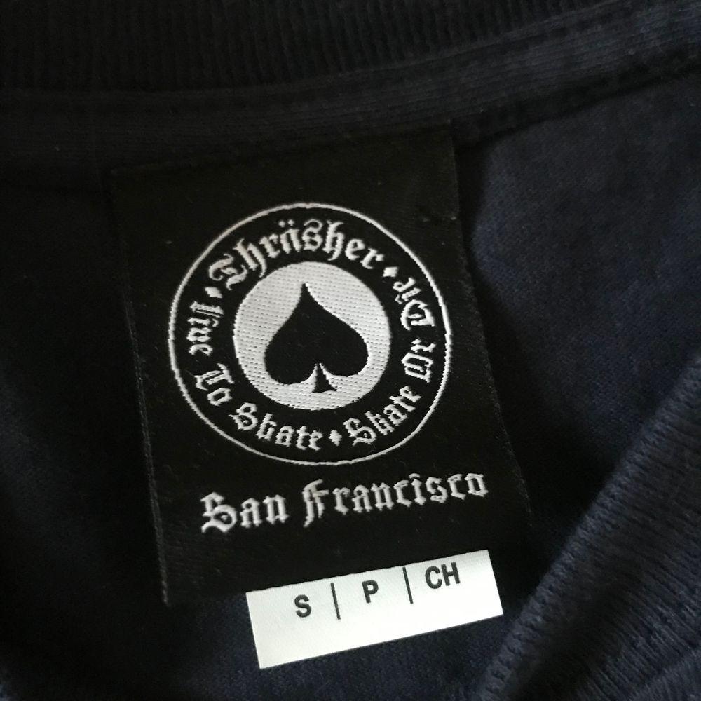 Mörkblå t-shirt från thrasher, aldrig använd (frakt kostar 44kr). T-shirts.