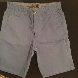 Sprillans nya shorts från Morris  Mörkblå och skicket är perfekt då helt oanvända  Stl 33  Pris 400:- inkl frakt  Betalning via swish