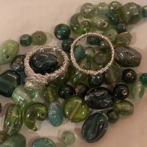 Gör super fina ringar med hjälp av ståltråd och dessa stenar! Just nu har jag bara gröna stenar men märker jag att de finns efterfrågan så beställs andra färger såklart in!🥳 40kr för en ring