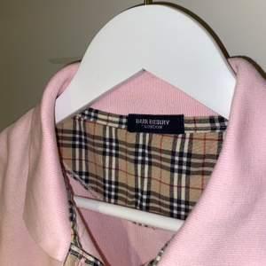 Fin tröja av märket Burberry! Aldrig använd och i otroligt bra skick 🌸