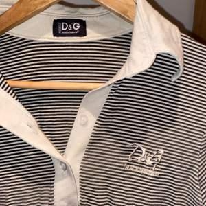 dolce&gabbana tröja köpt på humana förra året. bra skick. storlek XS men ganska stretchig. pm för mer info<3 frakt går på 55kr