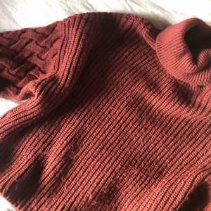 En super fin vinröd stickad tröja från NAKD🥰  Frakt runt 60kr