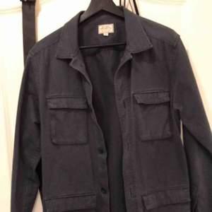 Väldigt fin vintage workwear jacka, sparsamt använd och i väldigt fint skick. Storlek S och passar true to size.   Möts upp i Stockholm.
