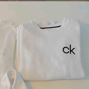 Stickad tröja från Calvin Klein i strl M. Mycket bra skick på plagget!
