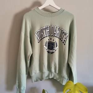 Mintgrön sweater från Gina Tricot, fint skick! Köparen står för frakt.