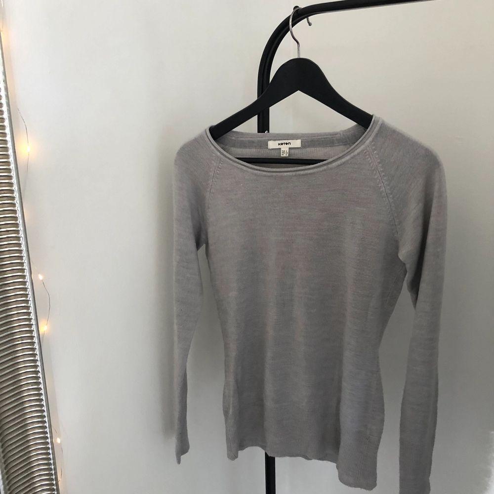 fin grå tröja, vet inte vart jag köpte den, knappt använd. Tröjor & Koftor.