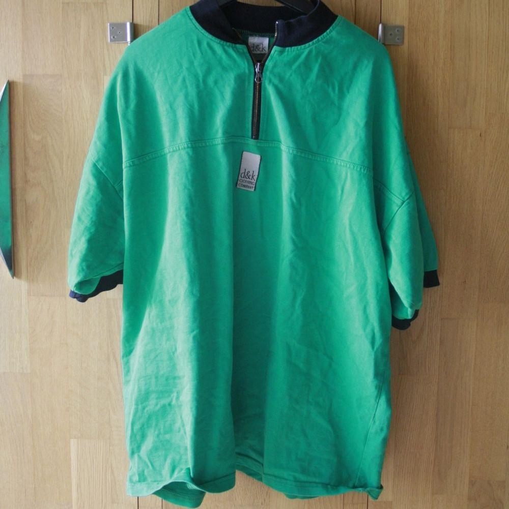 Köpte den i Köpenhamn på en loppis. Skön oversize fit. Säkert fin o Croppa.. T-shirts.
