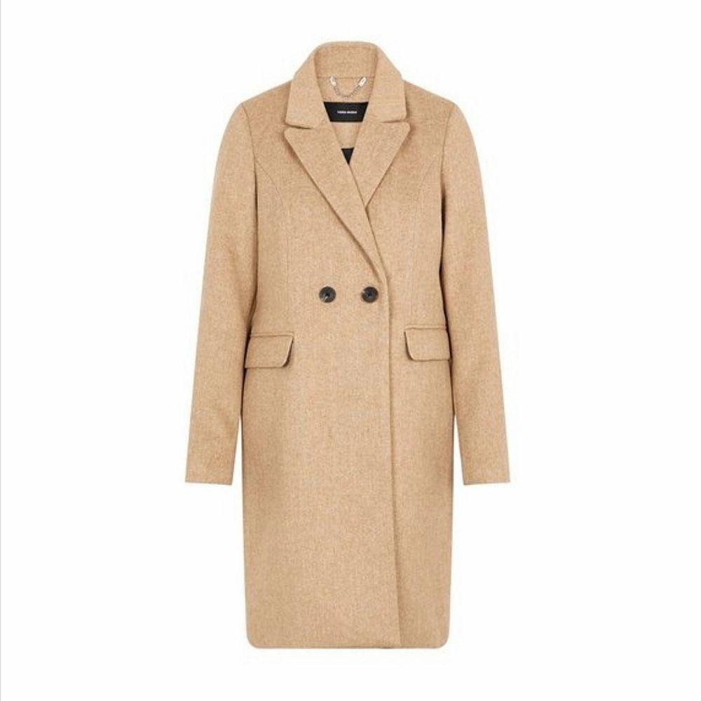 En skön lyxig kappa som passar för flera storlekar och årstider. Lite mörkare nyjans i verkligheten. Precis som ny då den endast används en gång. Nypris 800 kronor. Priset kan sänkas vid snabb affär.. Jackor.