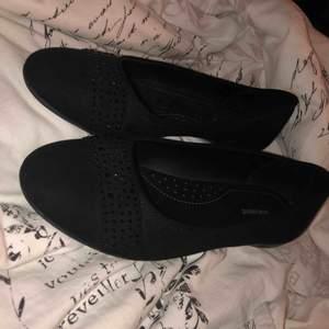 Jätte söta ballerina skor som är använda Max en gång.. skorna var tyvärr för stora för mig så därför säljer ja dom