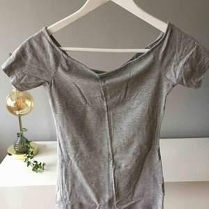 VAD: Båtringad t-shirt från Hm MATERIAL: Bomull och viskos SKICK: Utmärkt