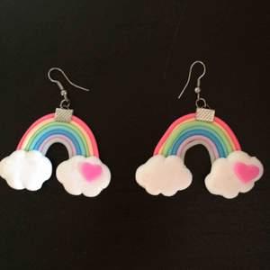 Regnbågsörhängen 🌈 porto: 12 kr