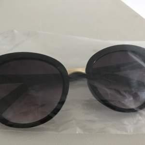 En fina solglasögon i svart färg 😎