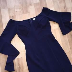 Jättefint bardot klänning , används endast en gång (:  • Köparen betalar frakt. Ansvarar EJ för postens slarv.  • Undrar du nåt/har jag missat nåt? Ställ gärna frågor. (: Säljes endast pågrund av garderobsrensning