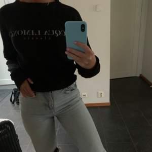Säljer denna sköna och snygga tröja ifrån Aqua Limone💙Köparen står för fraktkostnaden💕