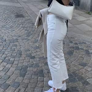 vita jeans från nakd som jag nu säljer pågrund av att jag ej använder dem längre🤍