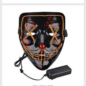 Sjukt cool och snygg the purge mask från partykungen. Använd under en kväll så den funkar klockrent. Nypris var 200✨ i färgen orange