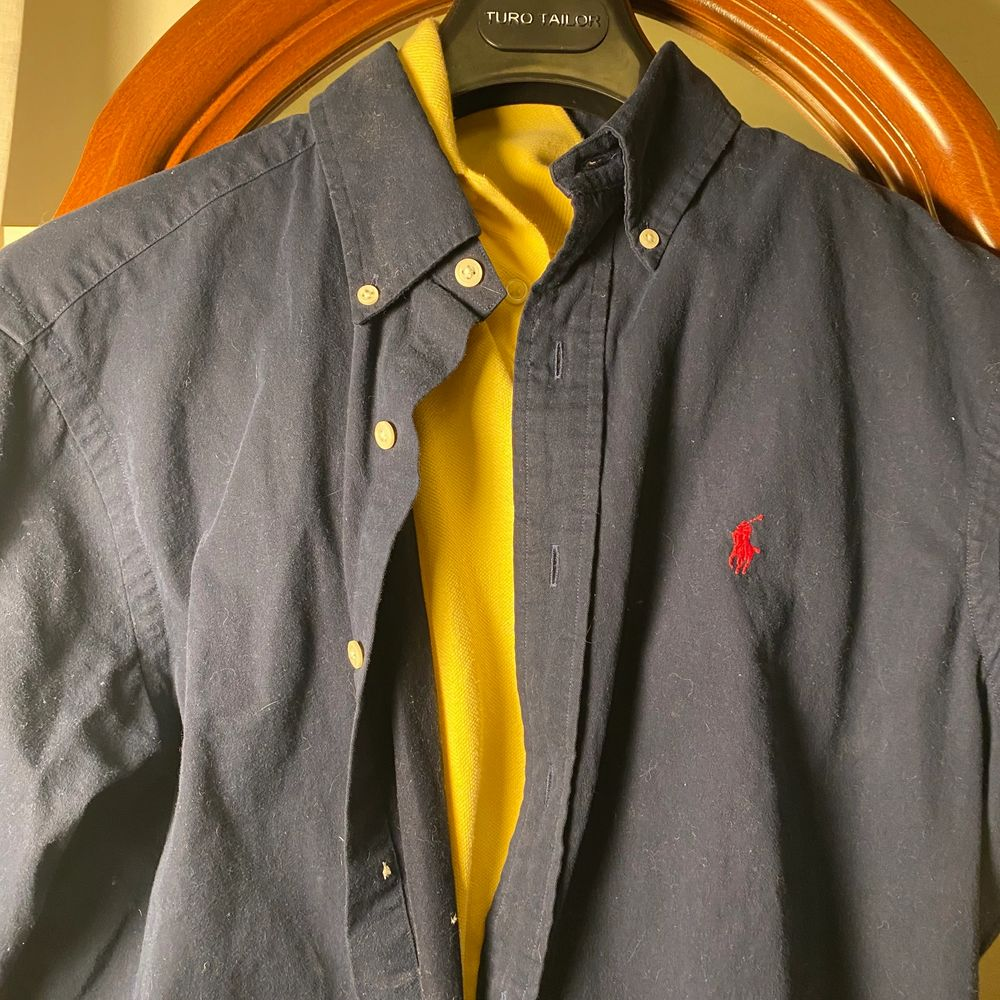 Ralph lauren skjorta helt oanvänd av mig! Köpt second hand! . Skjortor.
