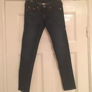True religion jeans i nyskick, sparsamt använda och en