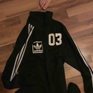 Adidas tröja special edition, bra skick