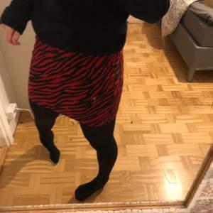 Jätte fik tajt kjol från pull and bear💞 bra skick
