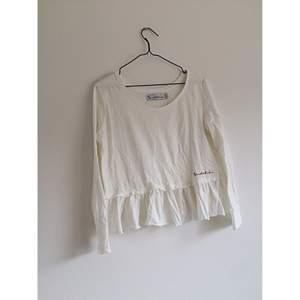Bondelid långärmad tröja. Använd fåtal gånger. Frakt 42kr✨