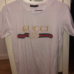 Ett bra AA kopia av gucci tröja. Går o tvätta och märket går inte av. Frakten står ni för (63kr)