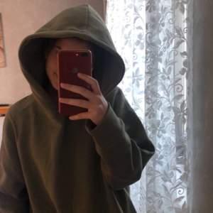 Jättemysig stor hoodie som tyvärr inte har någon slags användning längre. Är vanligtvis en XS och såhär sitter den på mig💕